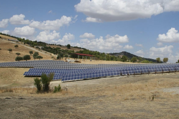 fotovoltaico-pannelliCE7068F3-EABA-4607-6BF2-60EE0F9D3A5C.jpg